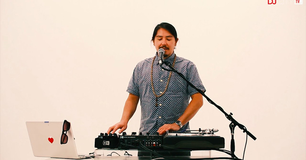 turntablism-meets-soul-music-asian-hawk-video