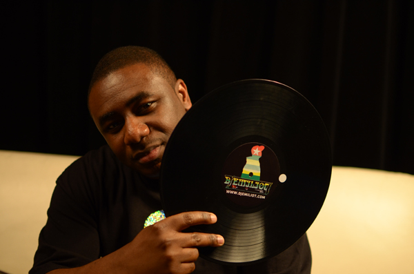 DJ Emiliot Interviews DJ Fong Fong at Mixmove 2014 [Video]