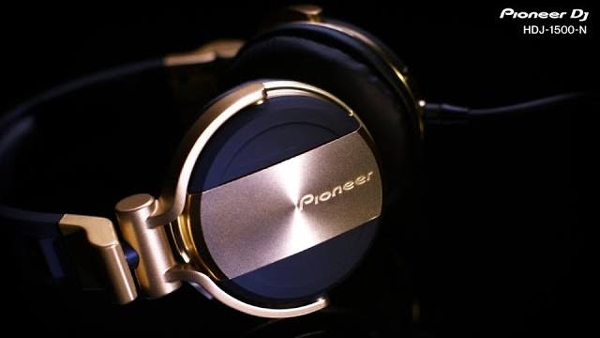 pioneer-hdj-1500-headphones-in-gold-video