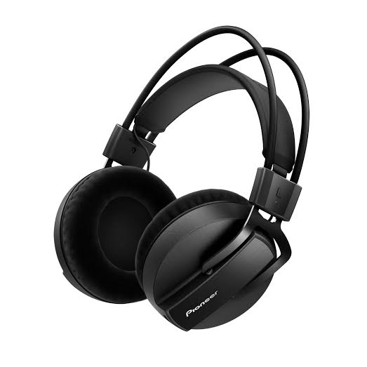 NAMM 2015: Pioneer HRM-7 Studio Headphones [Video]