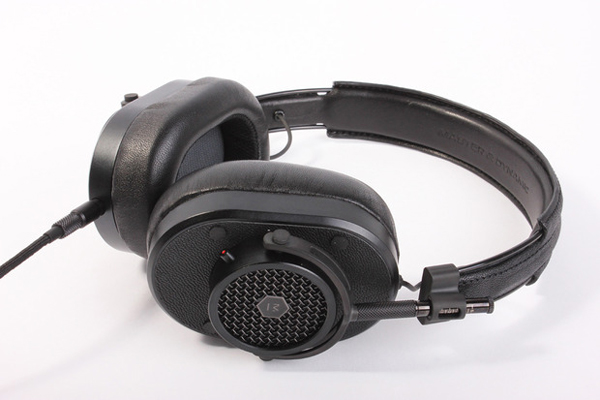 master-dynamic-mh40-headphones