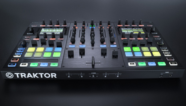 DJ Shiftee Traktor Kontrol S8 Performance [Video]