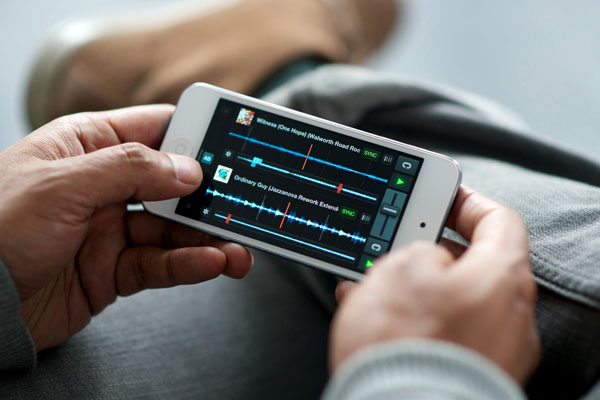 Traktor DJ for iPhone &amp; iPod Touch