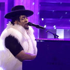 2016-04-17-need-to-watch-dangelo-prince-tribute